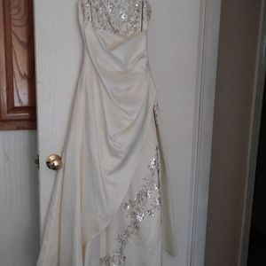 Formal gown or wedding dress